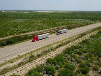 Daimler takes truck platooning technology to US roads