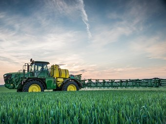 John Deere launches new feature-packed self-propelled sprayer for 2015