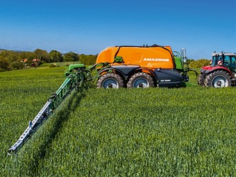 Amazone UX11201 Super sprayer arrives