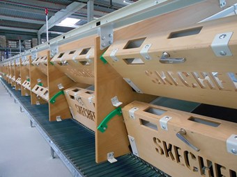 Sketchers turns to Beumer belt tray sorter