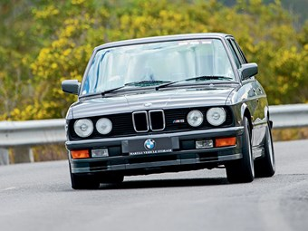 1987 BMW M5 E28 Review with John Bowe - Video
