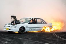 CUTSIK Summernats burnout fire