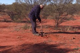 4x4er Jim McNabb explains how to correctly poo in the bush