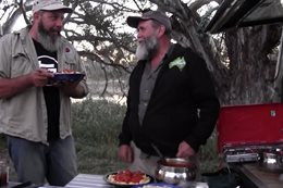 Bush cooking with Roothy: Pasta with meatballs