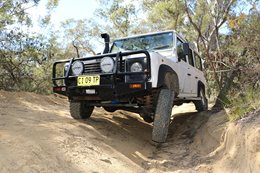Land Rover Defender 300TDI offroading