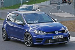 VW Golf R400 mule spotted