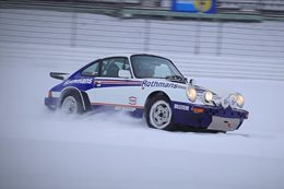 Porsche 911 drifts Nurburgring in snow