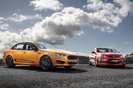Ford Falcon XR8 Sprint v HSV Clubsport R8 LSA