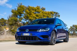 2017 Volkswagen Golf R manual driving