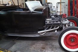 '32 Ford Roadster hot rod engine