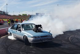 VL Commodore burnout BALLISTIC