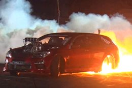 STRUGLIN VF Commodore wagon burnout fire