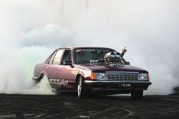 VB Commodore burnout IBLOWN