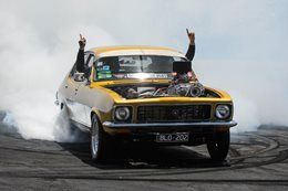 Holden LJ Torana sedan burnout