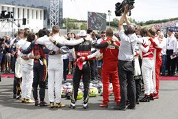 Formula One pauses to pay tribute to fallen colleague Jules Bianchi