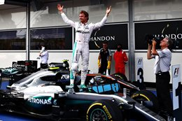Nico Rosberg wins in Baku