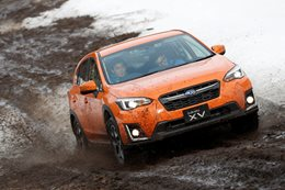 2017 subaru xv front action snow