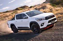 2017 Toyota HiLux_TRD_Accessories_06hr