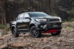 17 HiLux TRD Accessories 04hr