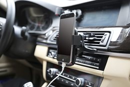 Mobile phone holder in car