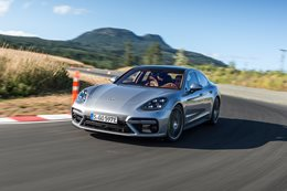 2018 Porsche Panamera Turbo S E-Hybrid quick review