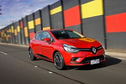 Renault Clio Intens red