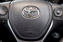 Toyota and Lexus issue new airbag recall for 25000 cars