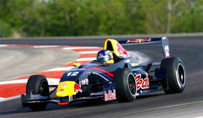 Ricciardo moves closer to British Formula Three Championship