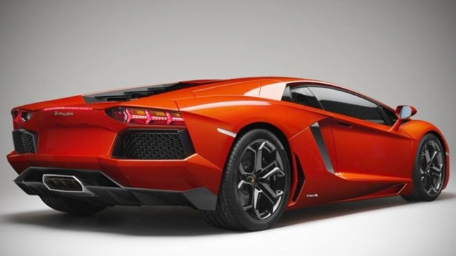 Lamborghini Aventador LP 700-4 officially unveiled