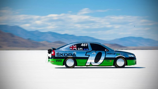 Skoda Octavia vRS hits 365 km/h at Bonneville