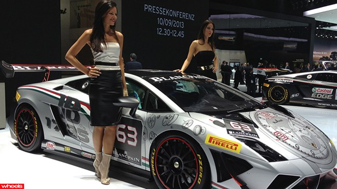 Frankfurt Motor Show 2013: Girls of Frankfurt