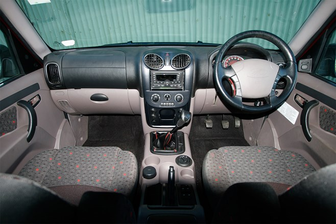 Mahindra Pik-Up 4X4 interior