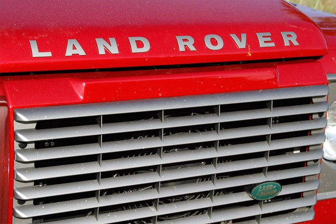 Land Rover Defender 90 logo