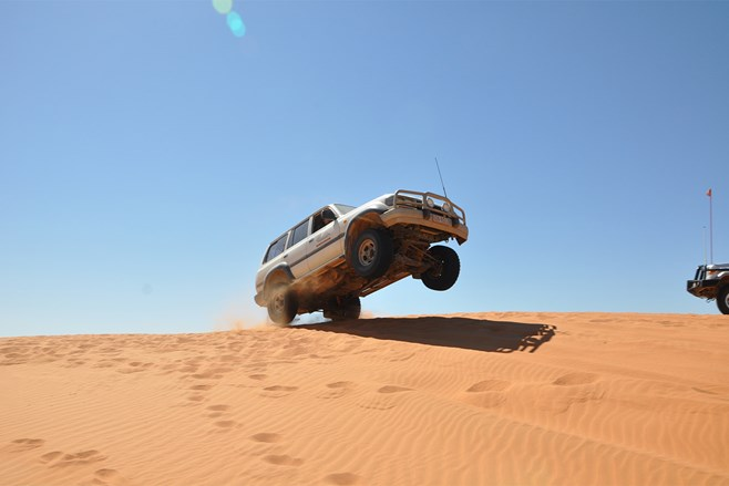 Landcruiser Simpson Desert driving