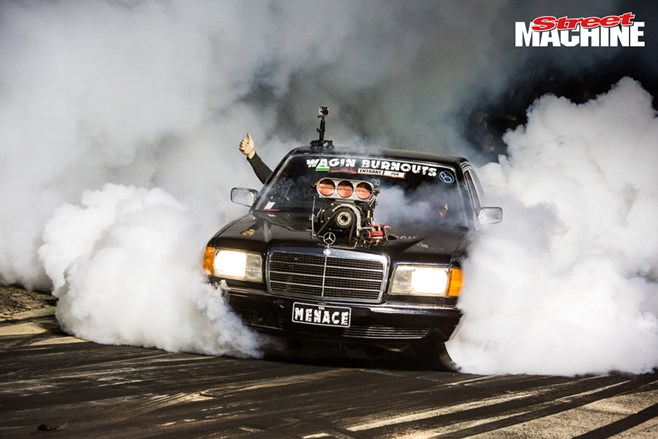 Mercedes-Benz 280SE burnout