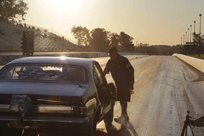 Holden Monaro drag race