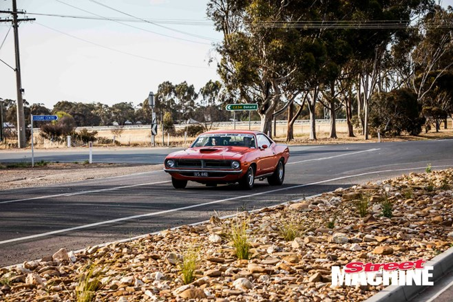 Plymouth Cuda Drag Challenge
