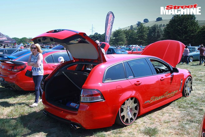 Holden VF Commodore wagon slammed