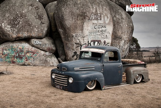 Ford F1 pick up slammed