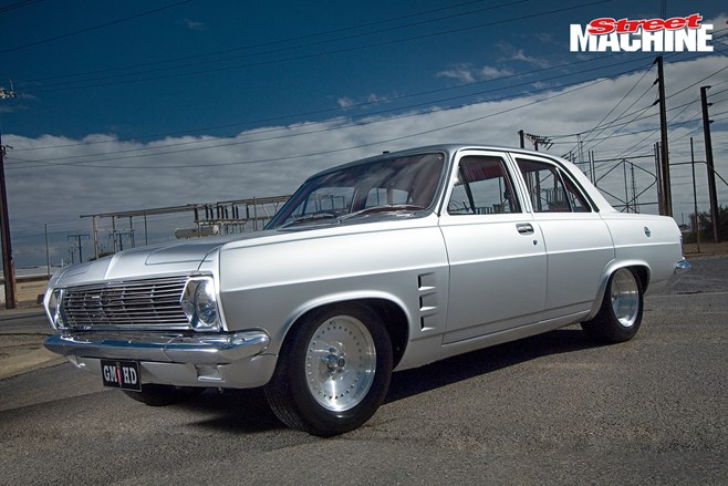 HD Holden sedan 350 Chev