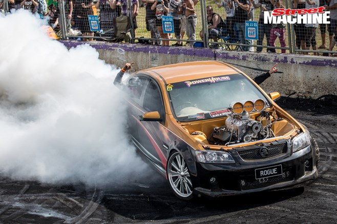 VE Commodore burnout ROGUE 4 nw