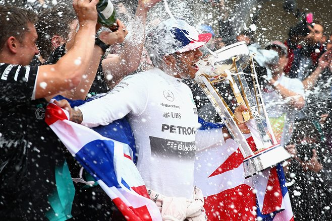 Lewis Hamilton wins third F1 title in Texas