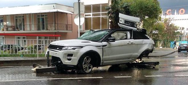 Range Rover crash Russia