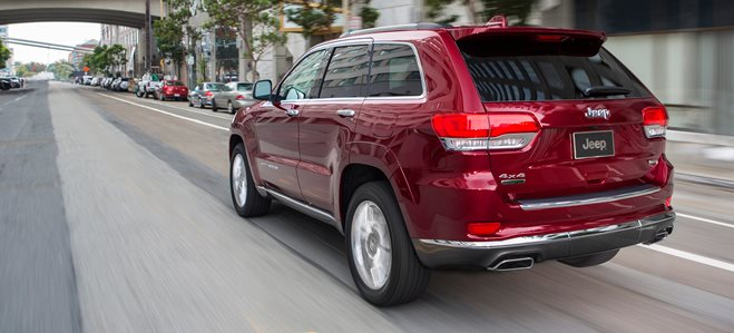 2016 Jeep Grand Cherokee driving rear_wide
