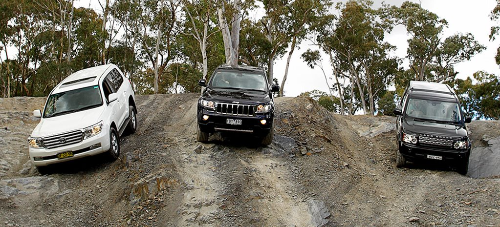 2011 Toyota LandCruiser 200 Series vs Land Rover Discovery 4