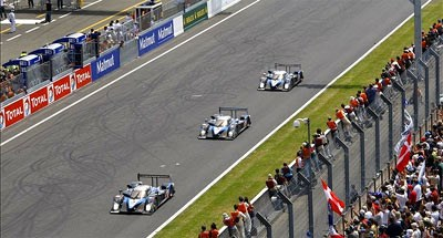 Le Mans 09 falls to Aussie David Brabham and a rampant Peugeot