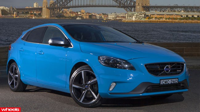 world's, safest, car, Volvo, V40, 2013, new, pictures, video, unveiled, released, review, test drive, driven, interior, badge, engine, wheels, speed, price
