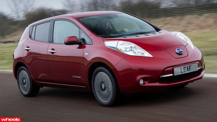 Nissan, LEAF, electric, Geneva Motor Show, Hybrid, hot, review, price, interior, wheels magazine, 2013