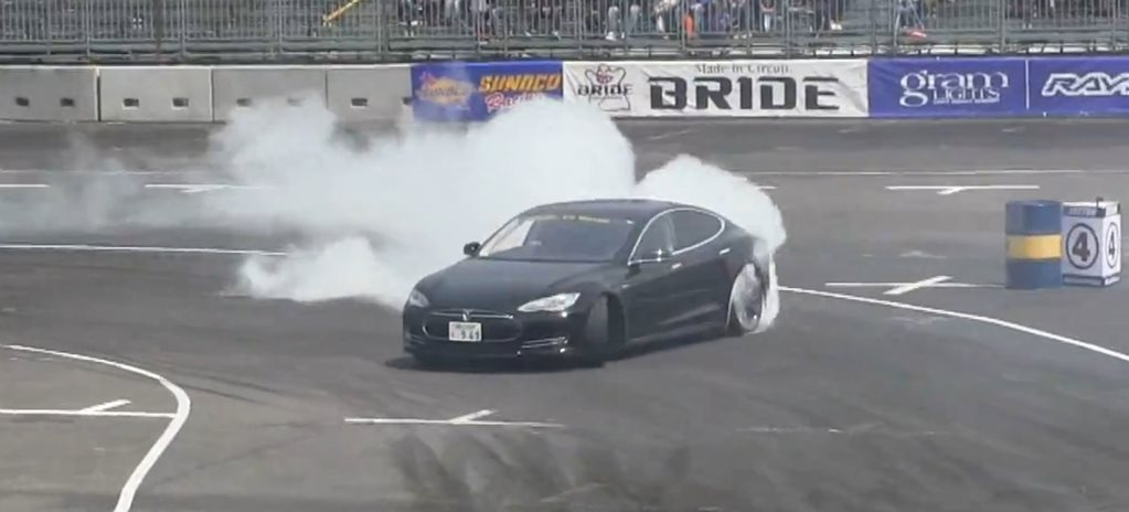 Tesla Model S goes drifting
