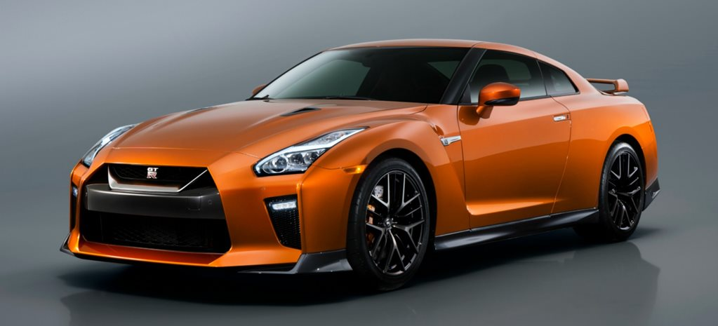 New York Motor Show: 2016 Nissan GT-R revealed